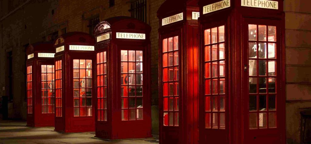 lustige alte britische Telefonzellen
