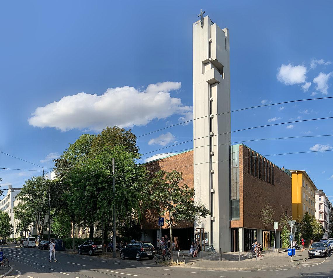 Gethsemanekirche an einem sonnigen Tag